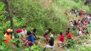 32 perish after bus falls into 100-foot ravine in the Philippines