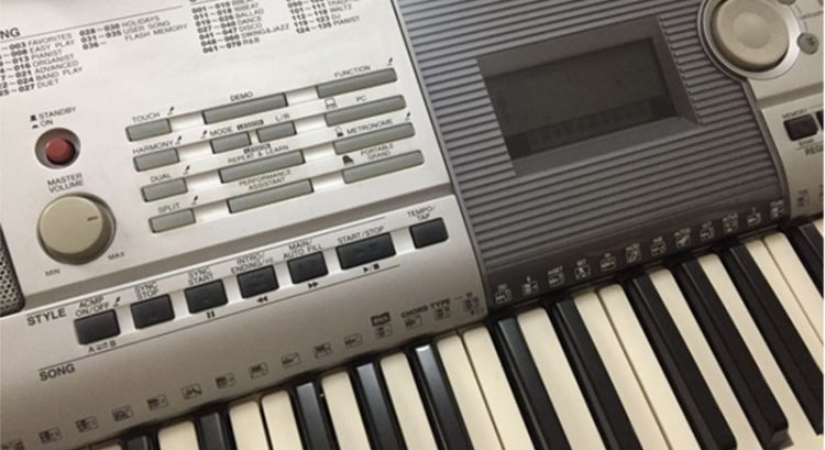 Yamaha Electronic keyboard with stand for sale