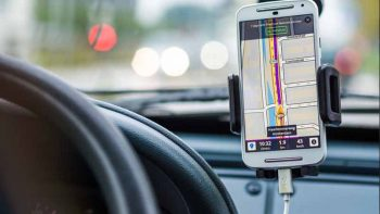 Philippines bars texting, using navigation apps while driving