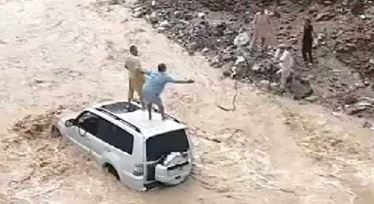 Search intensifies for young Indian man swept by flood in Khor Fakkan