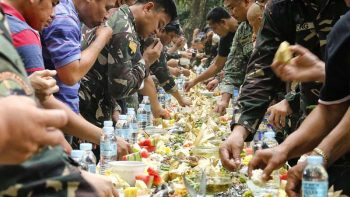 Dubai market eyes world record with 'biggest seafood boodle fight'