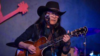 Duterte endorses folk singer Freddie Aguilar
