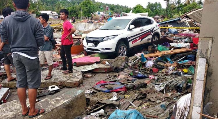 Deadly tsunami hits Indonesia