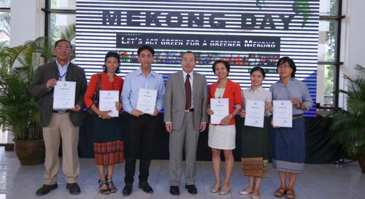 2 Filipinos win Mekong Day campaign in Laos