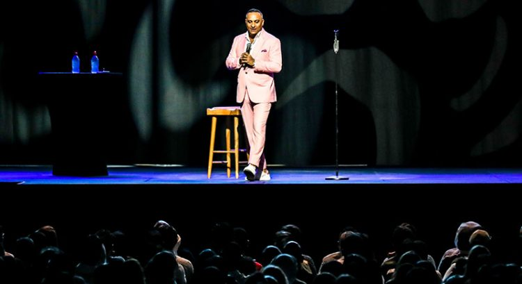 Russell Peters takes Dubai Coca-Cola Arena by storm