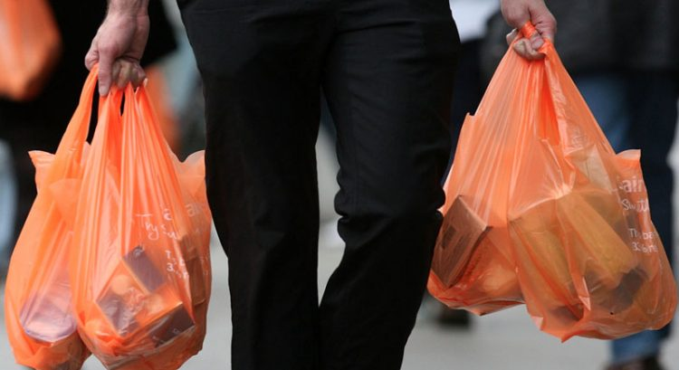 Dubai supermarket suspends plastic bag fee