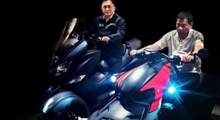 Duterte back on motorbike despite recent injury from big bike