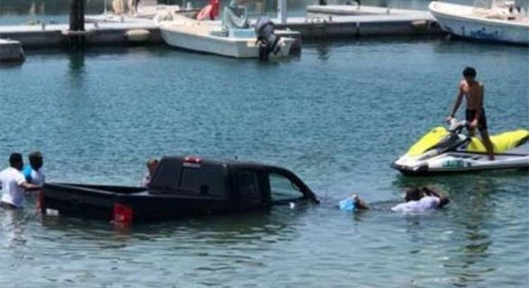 4-wheel drive falls into Dubai sea as jet ski tow goes horribly wrong