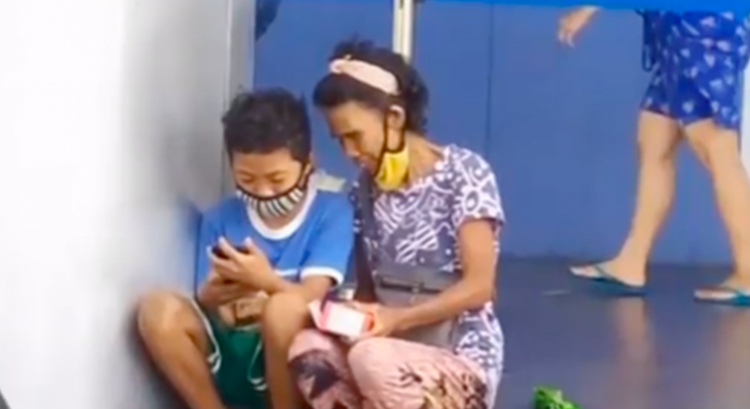 Filipino grandma becomes internet hit after buying grandson dream phone