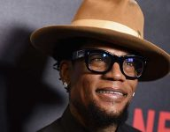 Comedian D.L. Hughley collapses on stage, diagnosed with Covid-19