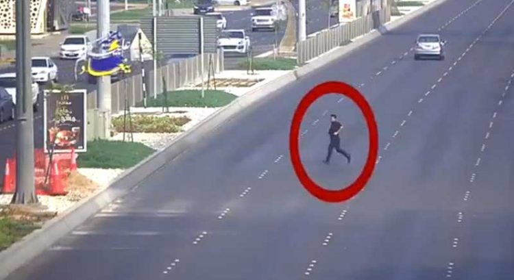 Reckless jaywalker in Abu Dhabi caught on video