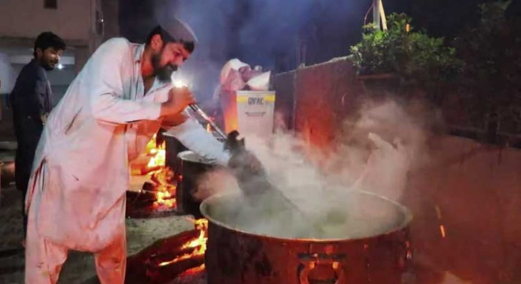 Viral video: Street kitchen in Pakistan makes 250 giant pots of sehri